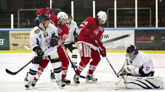Hvidovre (hvide trøjer) var senest i Metal Ligaen under navnet Copenhagen Hockey i et holdfællesskab med KSF og Gladsaxe. Nu er klubvben parat til at forsøge for sig selv.