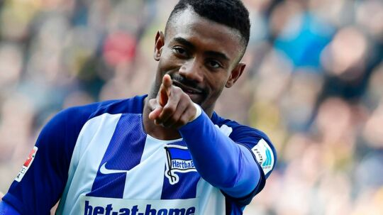Hertha Berlin's Ivorian striker Salomon Kalou reacts after scoring during the German First division Bundesliga football match of Hertha Berlin vs Borussia Dortmund in Berlin, Germany, on March 11, 2017. / AFP PHOTO / Tobias SCHWARZ / RESTRICTIONS: DURING MATCH TIME: DFL RULES TO LIMIT THE ONLINE USAGE TO 15 PICTURES PER MATCH AND FORBID IMAGE SEQUENCES TO SIMULATE VIDEO. == RESTRICTED TO EDITORIAL USE == FOR FURTHER QUERIES PLEASE CONTACT DFL DIRECTLY AT + 49 69 650050