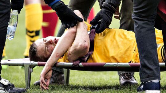 Frederik Møller måtte forlade banen på en båre under AC Horsens' kamp mod Brøndby.