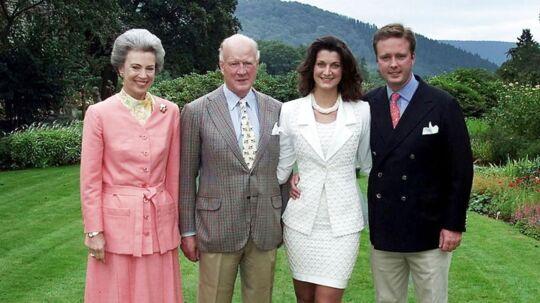 Prins Gustav af Berleburg. og hans forlovede Elvire de Rochefort på Berleburg. Slot fredag d. 25. aug. 2000. Med Gustavs forældre Prinsesse Benedikte (tv) og Prins Richard.
