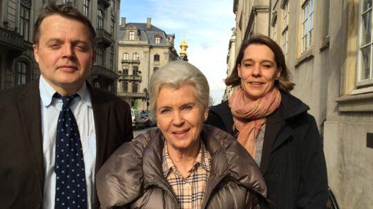 Tineke Færch sammen med sin advokat Tyge Trier foran Østre Landsret i København.