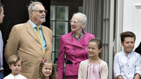 Dronning Margrethe er pinlig berørt over, at prins Henrik har trukket sig tilbage fra de officielle pligter.