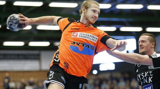 Århus Håndbold (orange trøjer)vandt søndag over HC Midtjylland og puster nu storsatsende KIF Kolding København i nakken i kampen om slutspilspladserne. Billedet er fra en tidligere kamp.