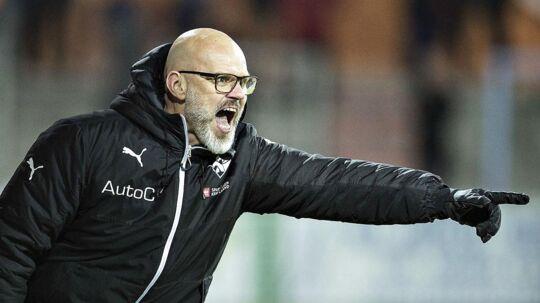 Randers FC's træner Ólafur Kristjánsson i aktion på sidelinien.