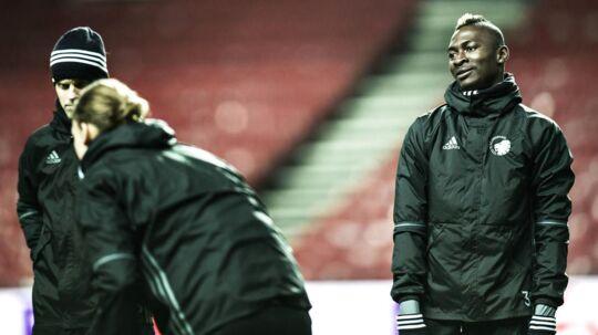 Aboubakar Keita (th) bliver sammen med Mads Roerslev lejet ud fra FCK til svenske Halmstads BK.