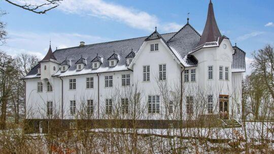 Grøngrøft Slot, Grøngrøftvej 16, er sat til salg igen.