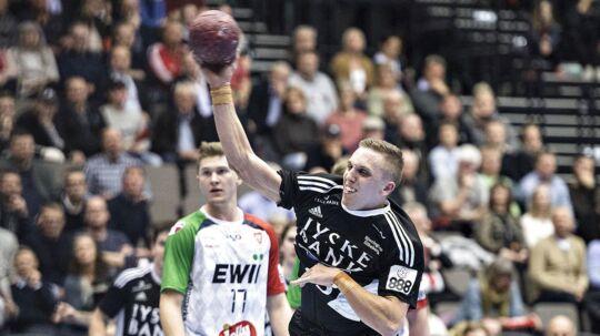 KIF Kolding København (hvide trøjer) er reddet.