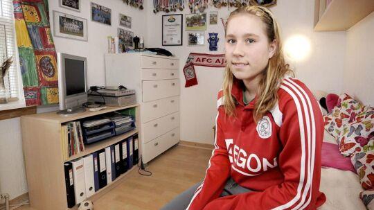 Louise Eriksen, som er søster til Christian Eriksen, er udtaget til kvindelandsholdet. Billedet er taget ved en tidligere lejlighed.