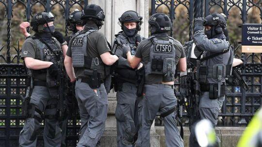 En skudepisode har onsdag eftermiddag fundet sted foran det britiske parlament i London.