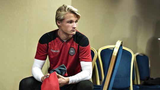 Kasper Dolberg kommer ikke med i VM-kvalifikationskampen mod Rumænien søndag. Det skyldes en skade.