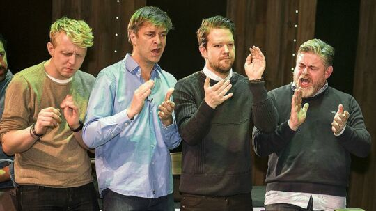 Eric Idle møder castet (Martin Brygmann, Lars Hjortshøj, Thomas Warberg, Stig Rossen, Linda P) fra Spamalot-musicalen (der er skrevet af Idle).