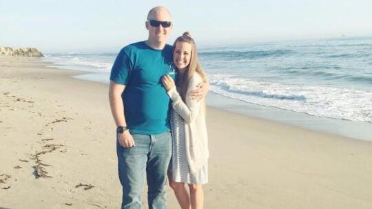 Billedet af ægteparret Sam og Ty på stranden