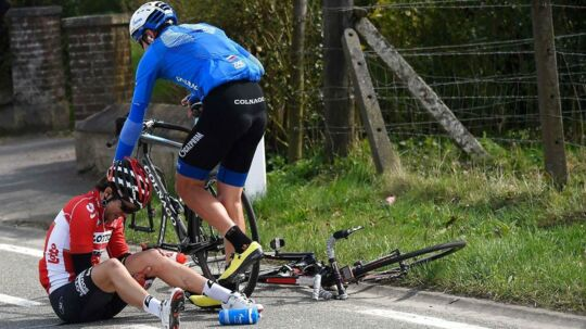 E3 Harelbeke var præget af mange styrt. Her er det Tony Gallopin fra Lotto-Soudal, som er røget i asfalten.