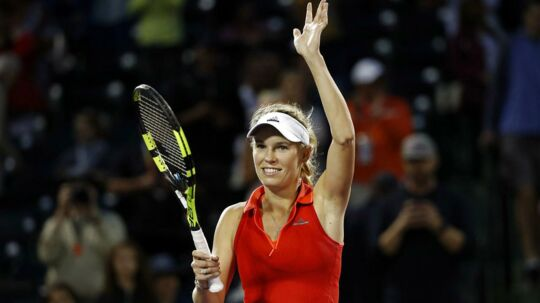 Caroline Wozniacki er igen i aktion på tennisbanen.