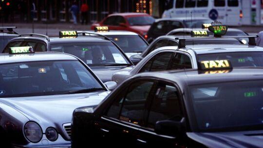 Siden 2015 har der været begrænsninger på, hvor mange taxier, der må holde på lufthavnens område - det presser chaufførerne til at vente andre steder (genrefoto).
