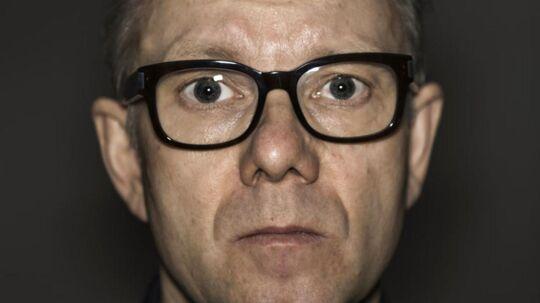 »Vi skal holde op med at bruge n-ordet og stoppe med at gå så meget op i, hvor folk kommer fra,« lyder det fra komiker og manuskriptforfatter Casper Christensen, som snart er aktuel med en ny film.