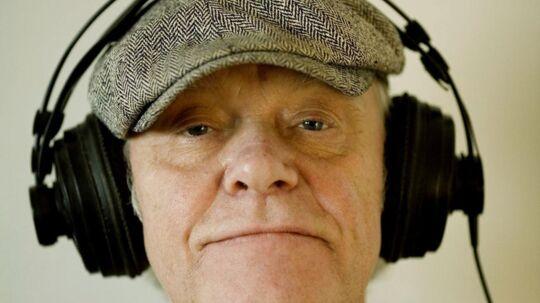 Kim Larsen, musiker, i studiet. Med hat og hovedtelefoner.