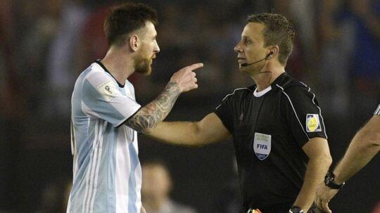 Lionel Messi var langfra tilfreds med dommerens indsats i sidste uges kamp mod Chile.
