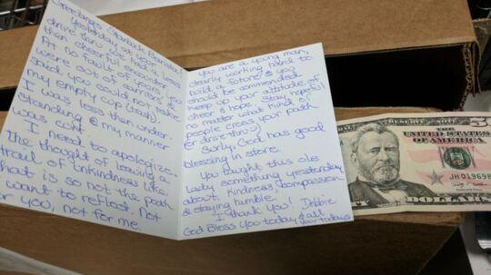 Med dette håndskrevne brev undskyldte en kvinde for den måde, hun havde opført sig under et besøg på sin lokale Starbucks i Californien.