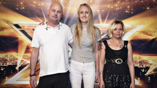 X-Factor finalen 2017 rød løber inden showet i DR-byen. Gruppen Fochter sammen med Janni (der har været til audition på X-Factor i nu 10 år).