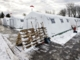 Oliefyr holder flygtninge i teltlejr varme i kulden