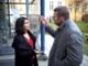 Joachim B Olsen og Özlem Cecik på besøg hos fattig familie