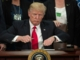 Trump smækker døren i for nye flygtninge TOPSHOT-US-POLITICS-T
