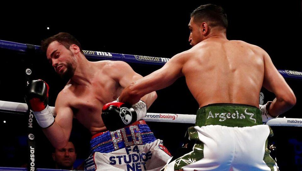 Den britiske boksestjerne Amir `King` Khan gjorde fænomenalt comeback efter