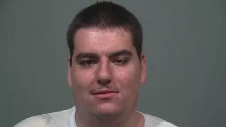 En 22-årig mand er anholdt og sigtet for blandt andet