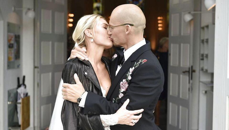 Lørdag formiddag blev Hummel-milliardær Christian Stadil gift med til sin