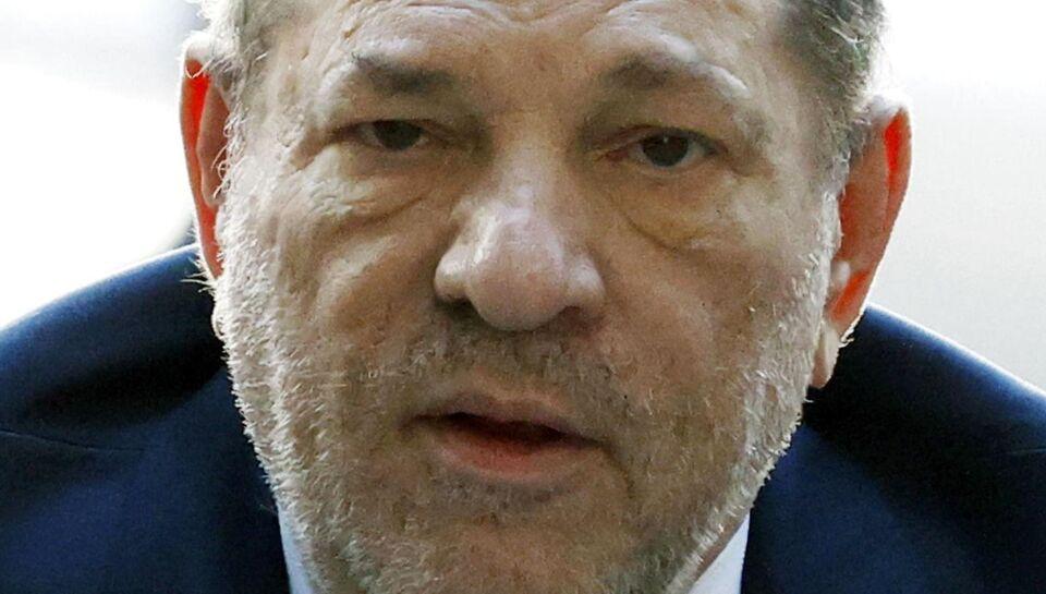 Harvey Weinstein hastet til hospitalet efter dom