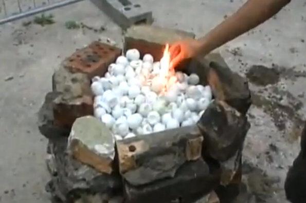 Usædvanlig Glem briketterne: Tænd din grill med bordtennisbolde | BT Utroligt BA61
