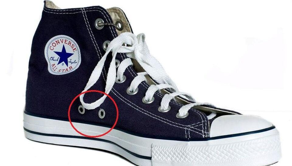 4ddfce0a890b Derfor er der to ekstra huller i dine Converse-sko