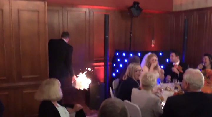 3cc96bcf Nervøs forlover holder sin tale til brylluppet - og så går det helt galt  for ham | BT Utroligt men sandt - www.bt.dk